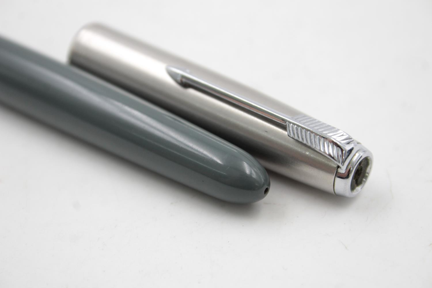 Vintage PARKER 51 Grey FOUNTAIN PEN w/ Brushed Steel Cap WRITING - Image 6 of 7