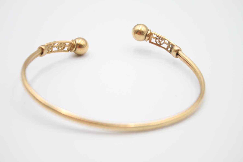 9ct gold Celtic rose design torque bangle 5.8g - Image 2 of 4
