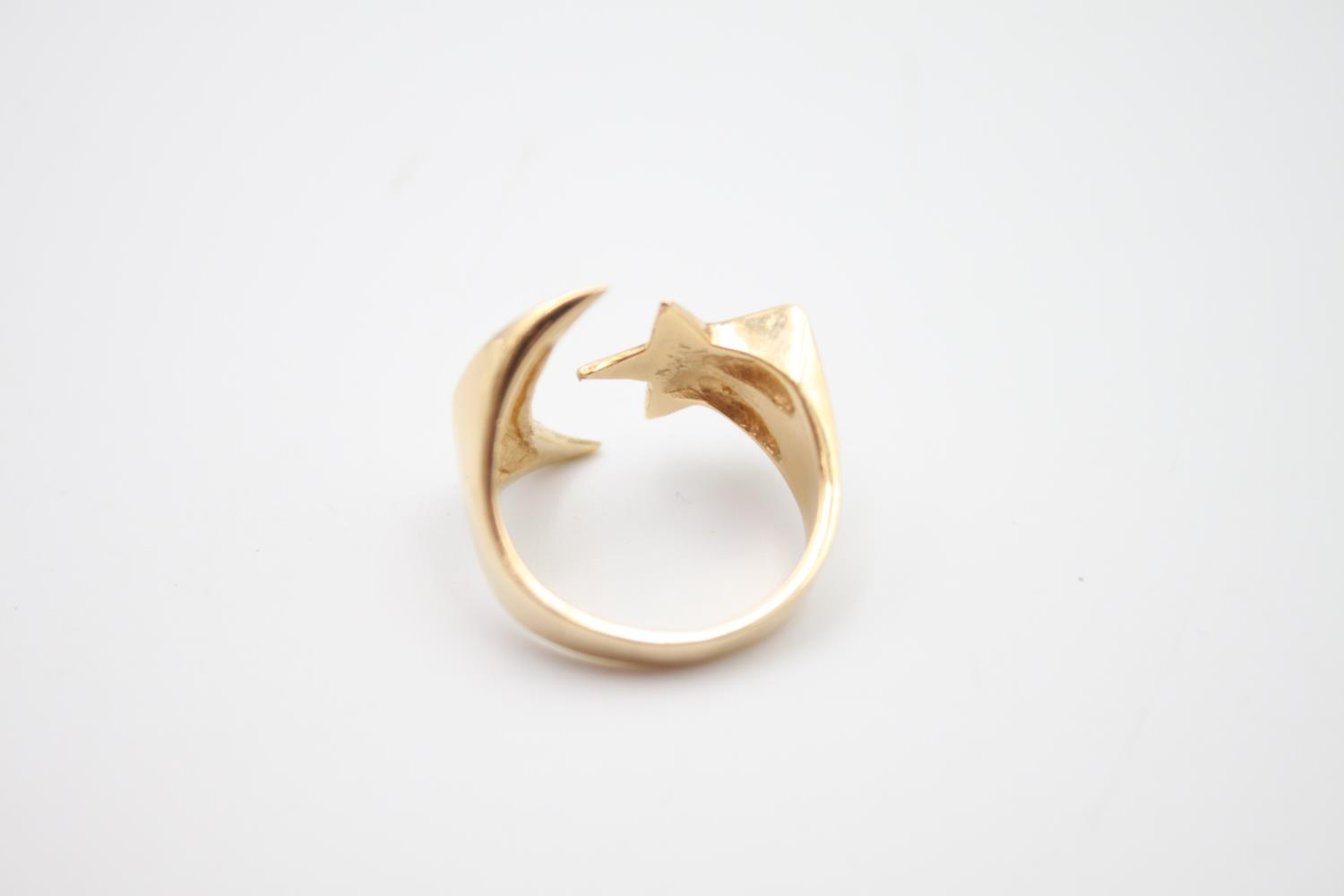 14ct gold moon and star signet style ring 4.8g Size K - Image 4 of 5