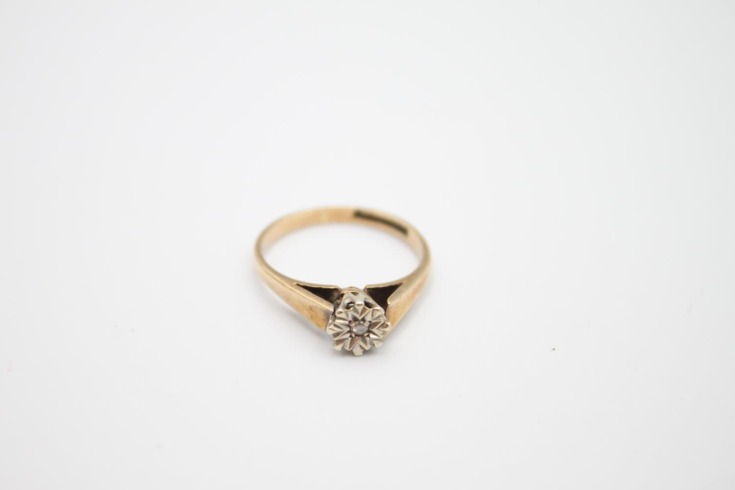 2 x 9ct gold diamond solitaire rings 3.6g Size M on left & H on right - Image 4 of 5