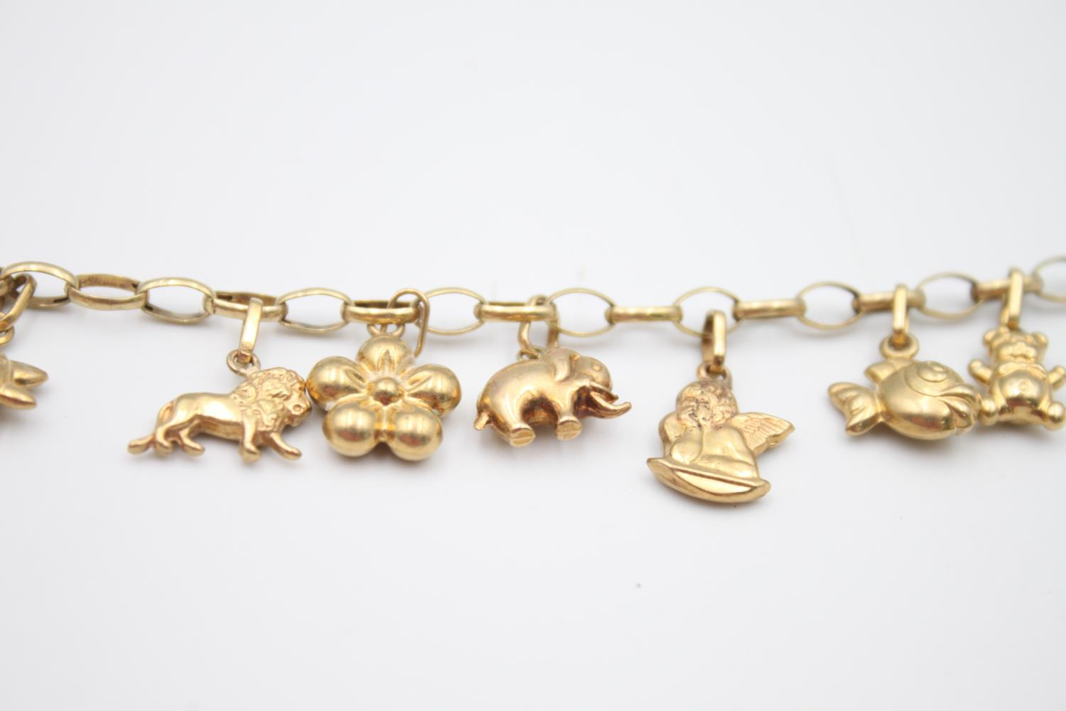 vintage 9ct gold rolo link charm bracelet with a variety of charms 5.7g - Image 6 of 7