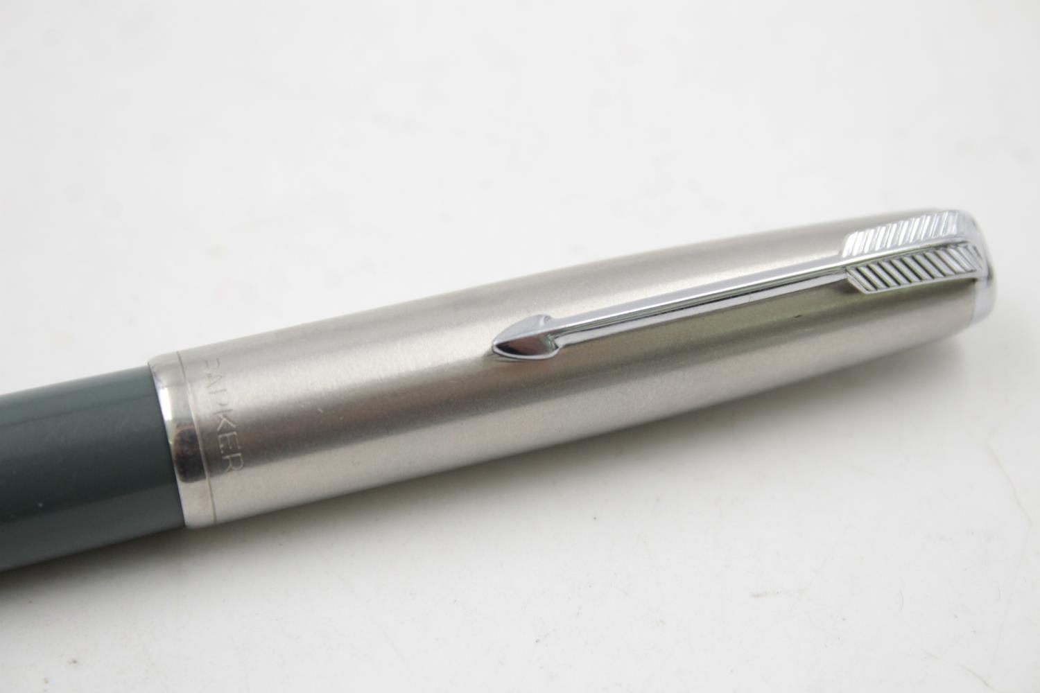 Vintage PARKER 51 Grey FOUNTAIN PEN w/ Brushed Steel Cap WRITING - Image 5 of 7