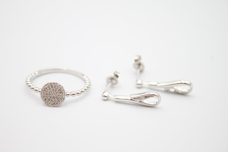 2 x 9ct white gold diamond jewellery inc earrings, ring 3.2g Size P