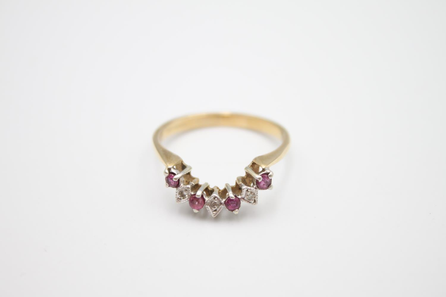 9ct gold diamond & ruby wed-fit chevron ring 2.7g Size S