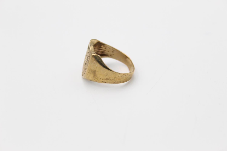 vintage 9ct gold shield crest signet ring 6g Size R - Image 2 of 4