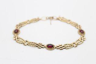 9ct gold garnet fancy link bracelet (5.4g)