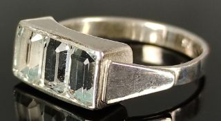 Art Deco aquamarine ring, ring head set with three faceted, natural, tested aquamarines of 1.6ct