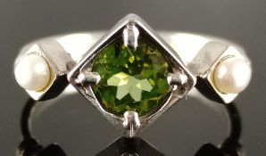 Peridot pearl ring, apple green peridot of 6mm diameter, flanked on both sides by genuine seed