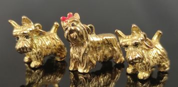 3 dog pendants, two West Iceland terrier and one Yorkshire terrier with red bow, all 333/8K yellow