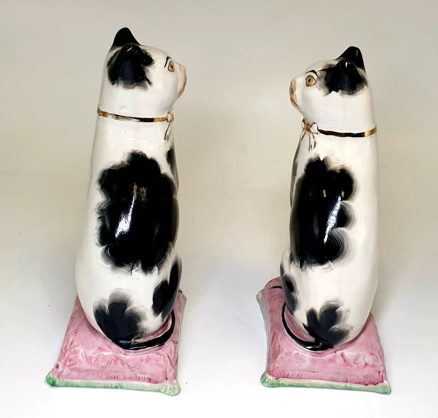 Victorian Staffordshire | Cat Bookends - Image 3 of 4