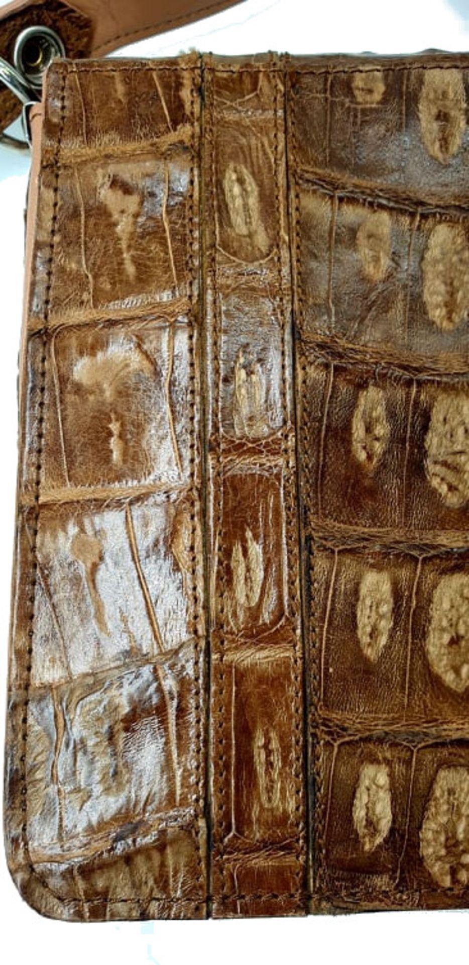 Brown Croco Handbag - Bild 3 aus 8