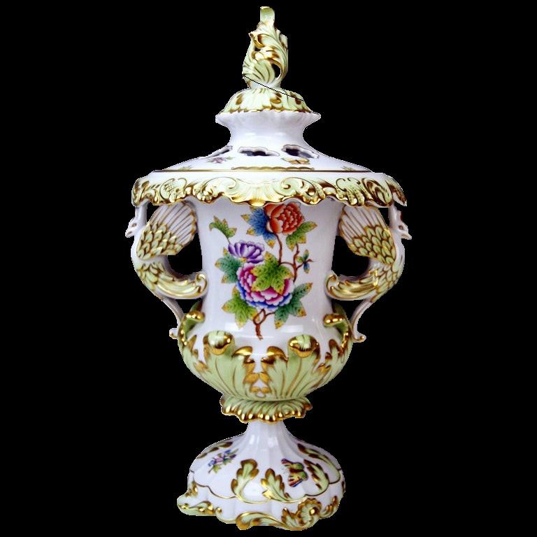 Herend   Monumental Vase   Victoria