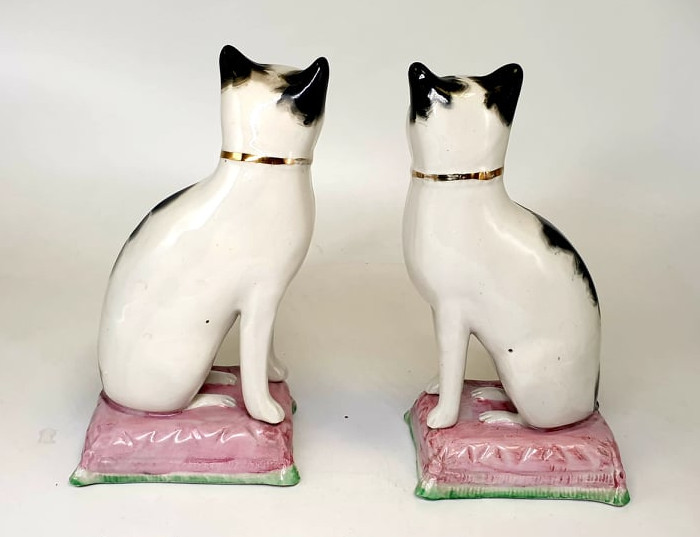 Victorian Staffordshire | Cat Bookends - Image 2 of 4