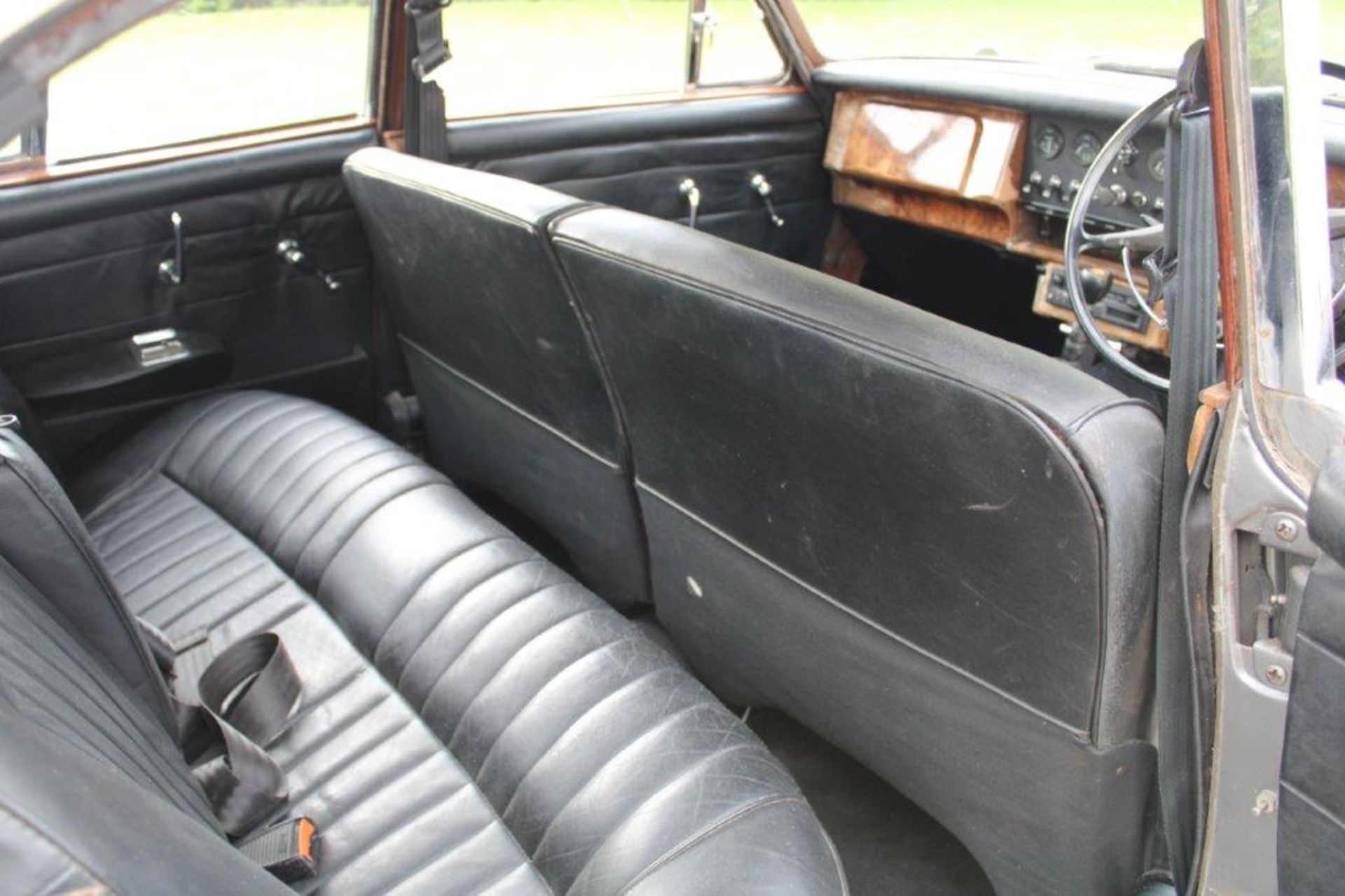 1969 Daimler 250 Fitted with 2.0 prima turbo diesel manual - Image 18 of 34