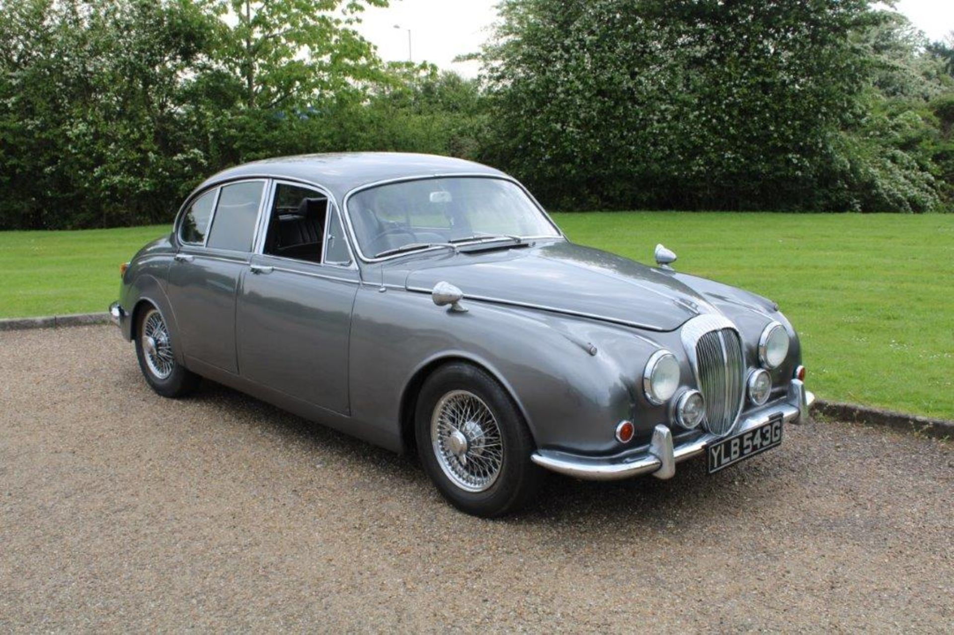 1969 Daimler 250 Fitted with 2.0 prima turbo diesel manual