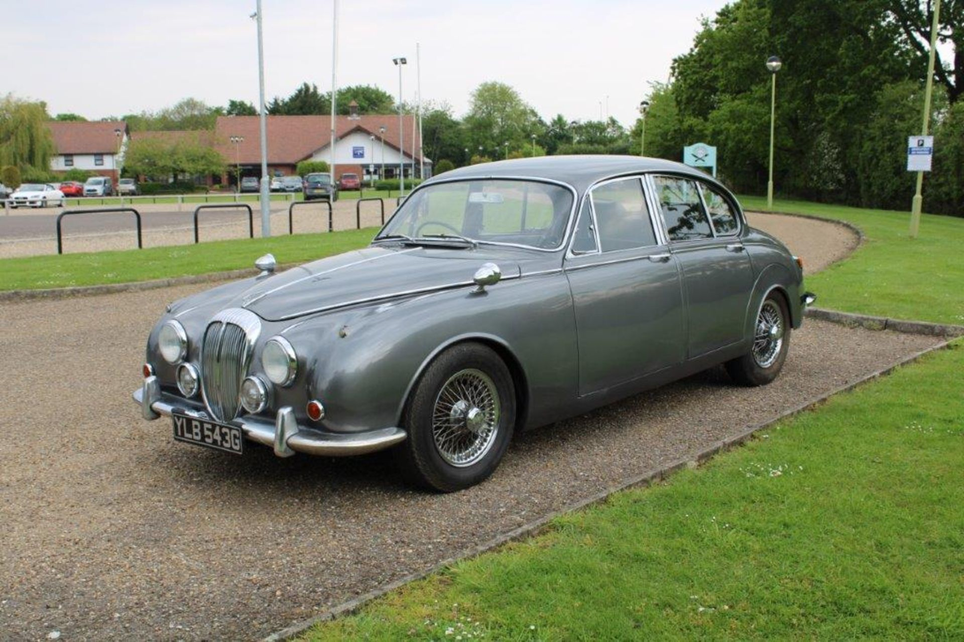1969 Daimler 250 Fitted with 2.0 prima turbo diesel manual - Image 5 of 34