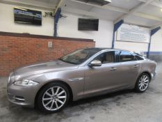 61 11 Jaguar XJ Luxury V6 D