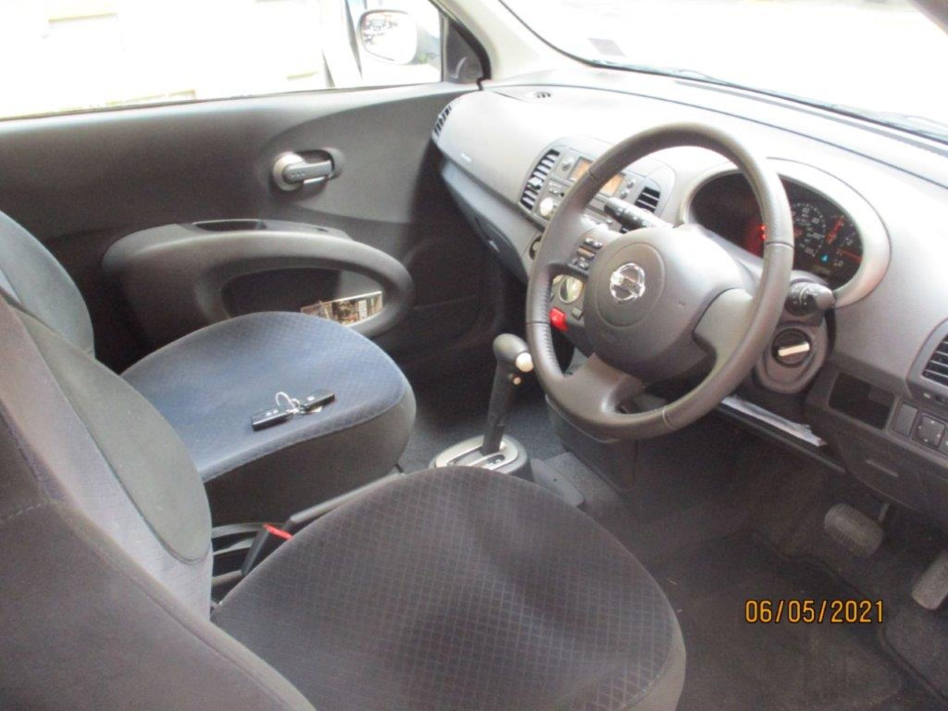 05 05 Nissan Micra SVE - Image 12 of 14