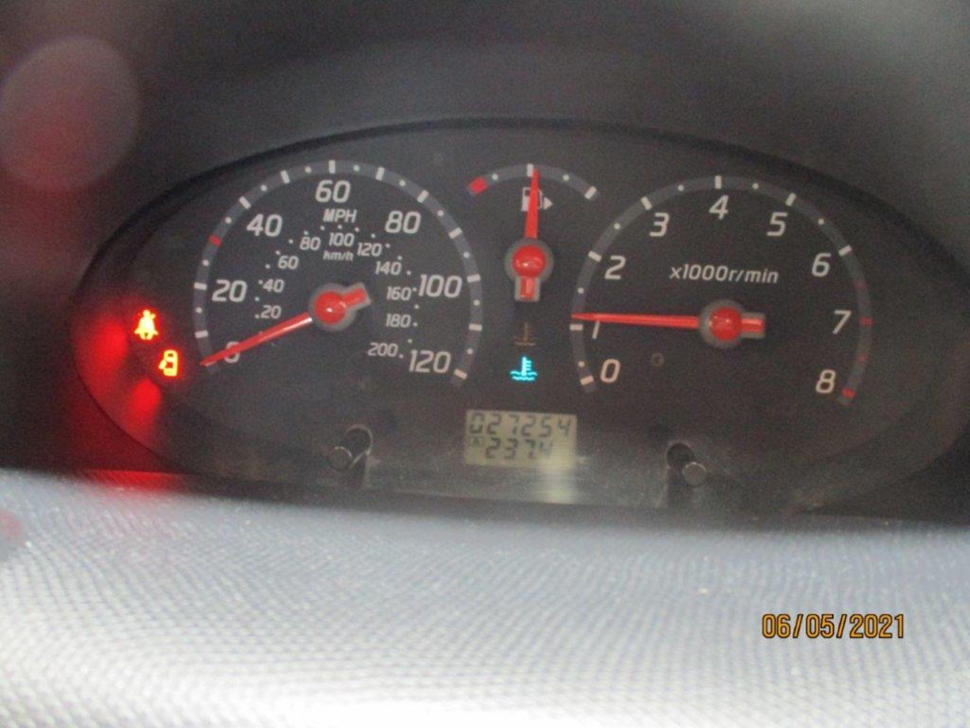 05 05 Nissan Micra SVE - Image 9 of 14