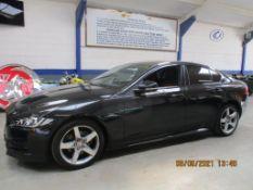 15 15 Jaguar XE R-Sport D Auto