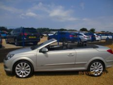 57 08 Vauxhall Astra Twin Top Design
