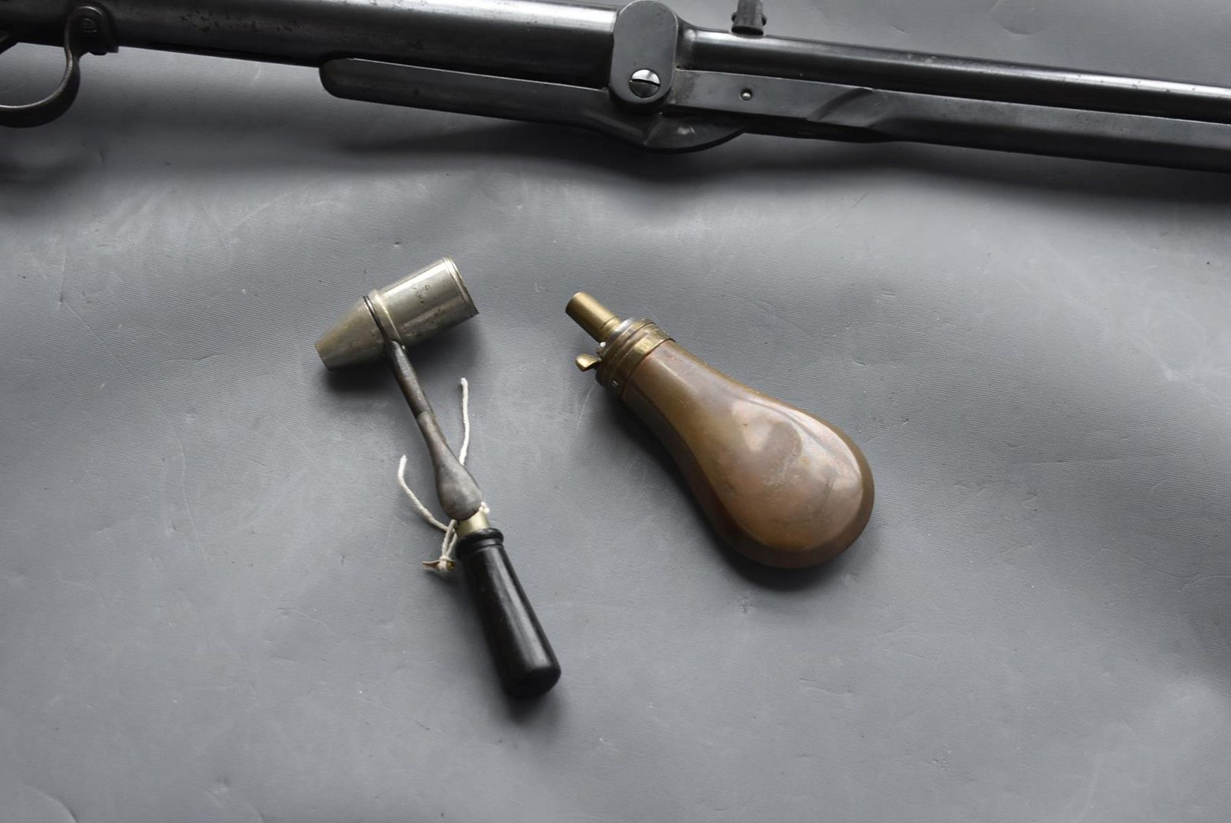 AN ANTIQUE .177 CALIBRE BSA UNDERLEVER LIGHT AIR RIFLE, 17.25inch barrel, the top of the reservoir - Image 7 of 12