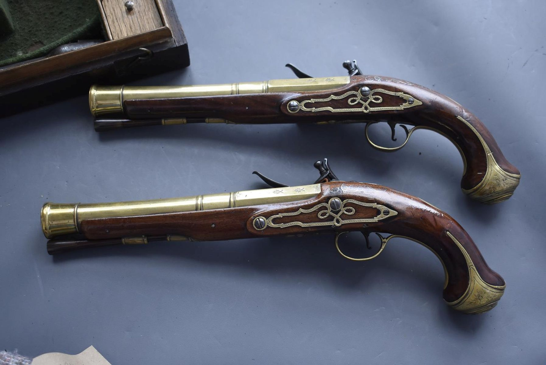 A CASED PAIR OF 6-BORE FLINTLOCK BRASS BARRELLED BLUNDERBUSS PISTOLS BY TAYLER, 9inch four stage - Image 16 of 25