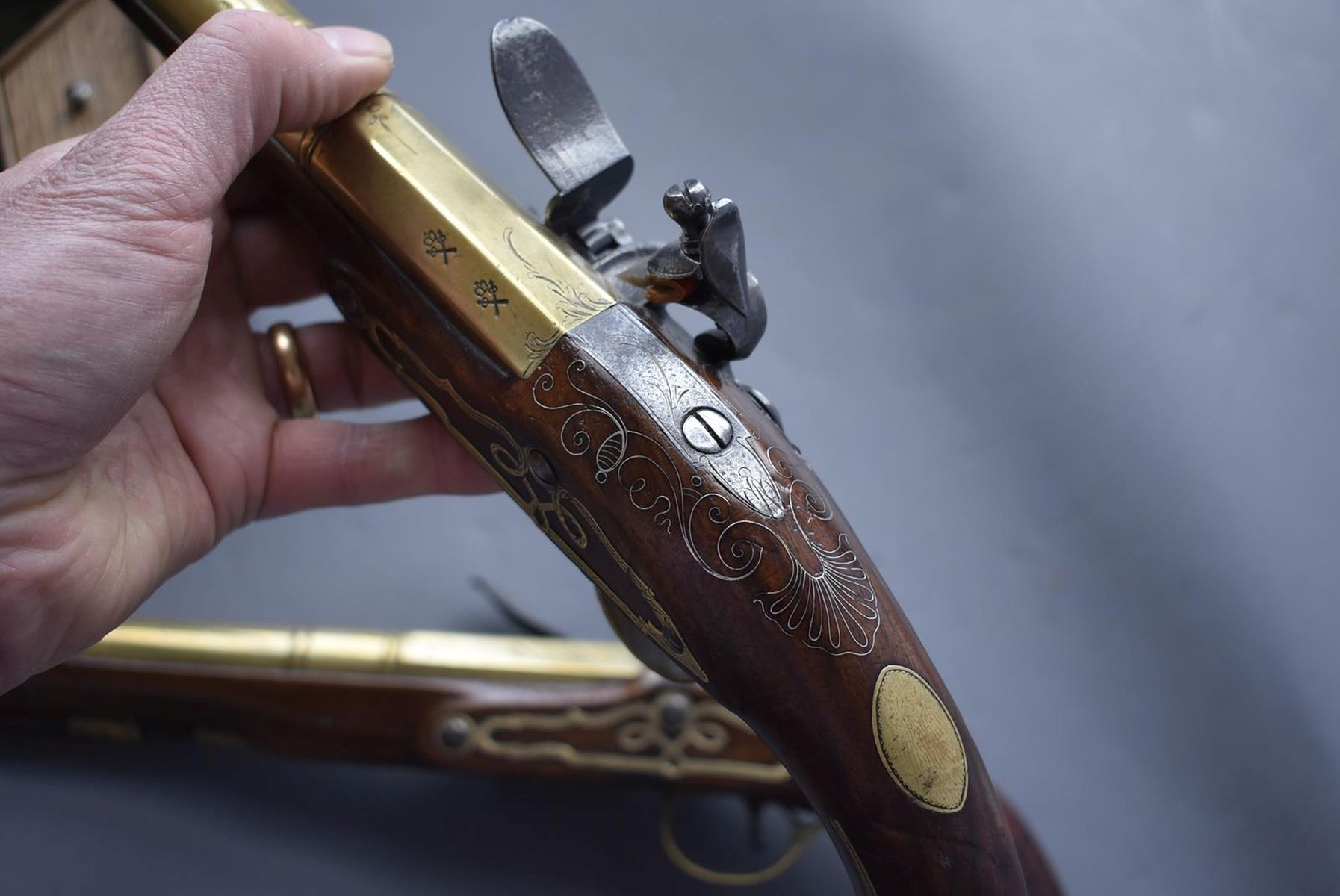 A CASED PAIR OF 6-BORE FLINTLOCK BRASS BARRELLED BLUNDERBUSS PISTOLS BY TAYLER, 9inch four stage - Image 19 of 25