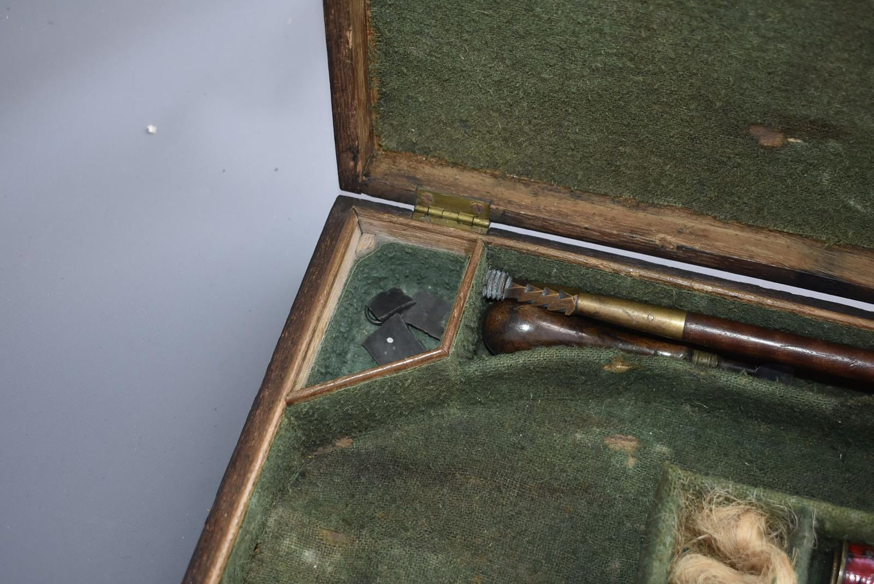 A CASED PAIR OF 6-BORE FLINTLOCK BRASS BARRELLED BLUNDERBUSS PISTOLS BY TAYLER, 9inch four stage - Image 21 of 25