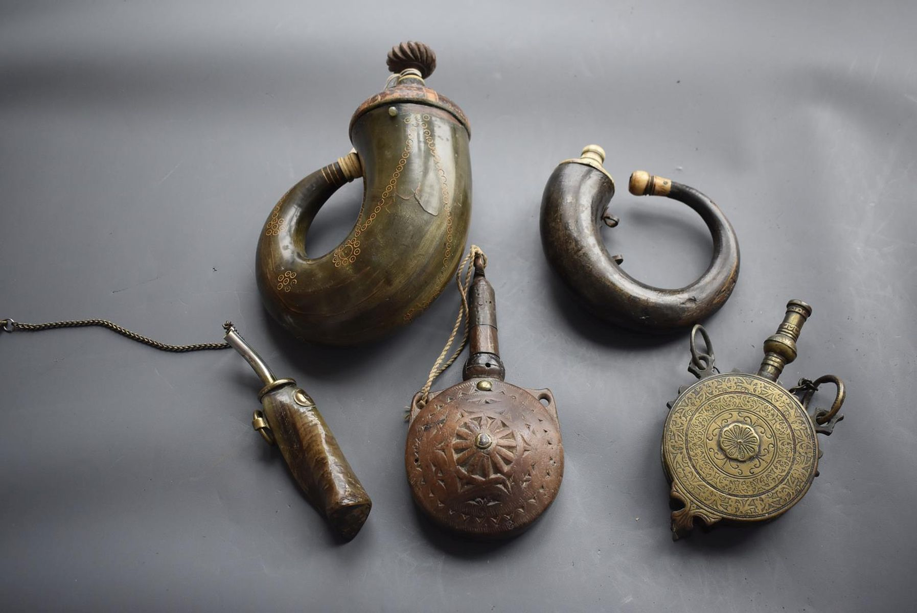A 19TH CENTURY OTTOMAN POWDER HORN, of characteristic curling form, together with another similar - Image 2 of 8