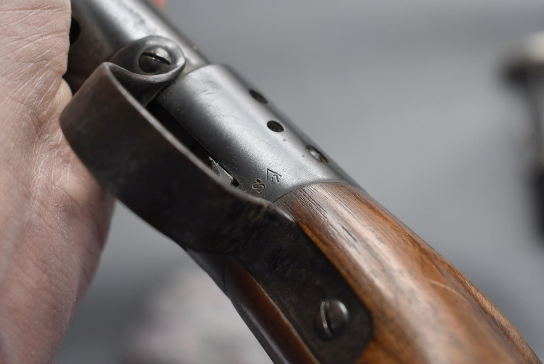 AN ANTIQUE .177 CALIBRE BSA UNDERLEVER LIGHT AIR RIFLE, 17.25inch barrel, the top of the reservoir - Image 12 of 12