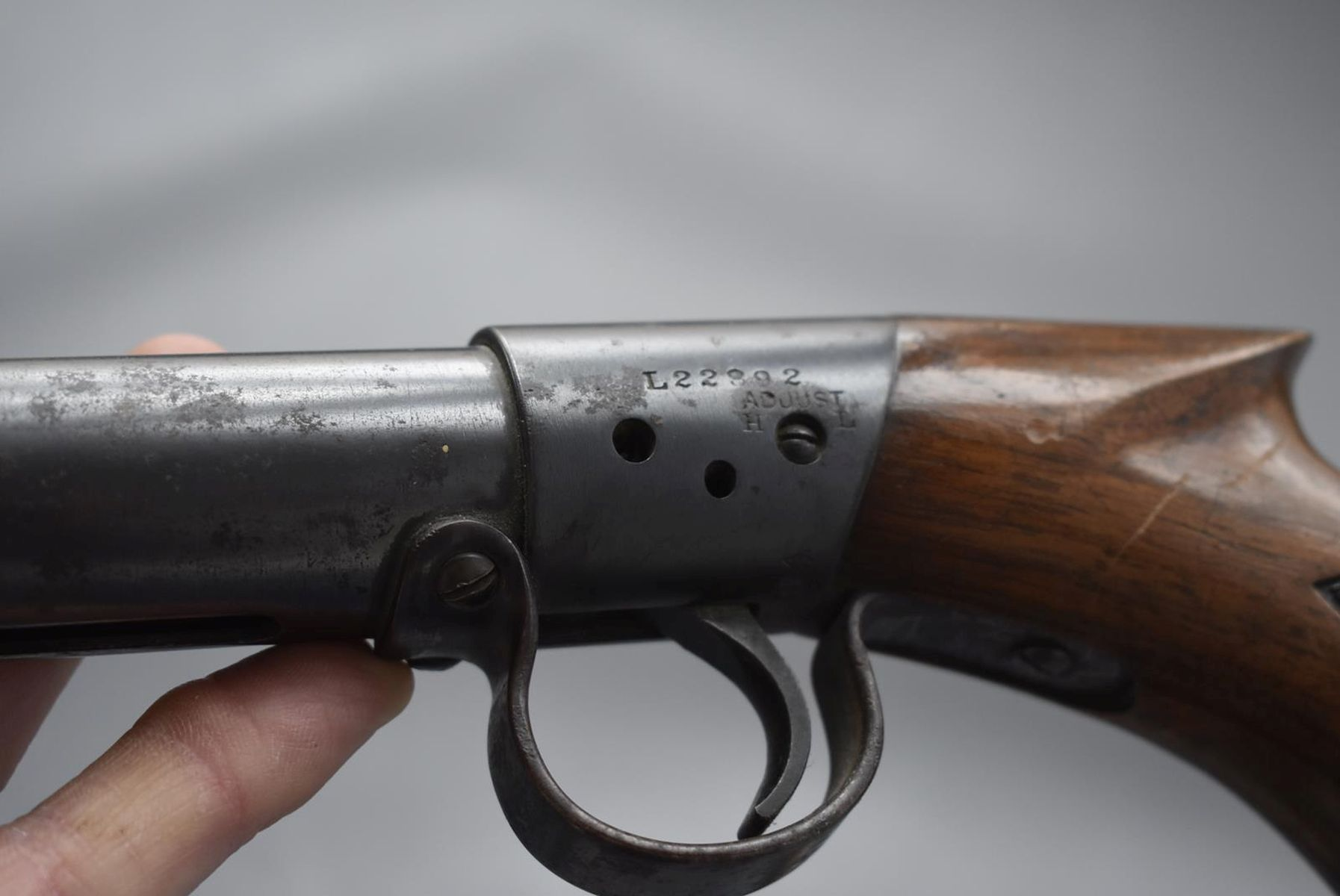 AN ANTIQUE .177 CALIBRE BSA UNDERLEVER LIGHT AIR RIFLE, 17.25inch barrel, the top of the reservoir - Image 9 of 12