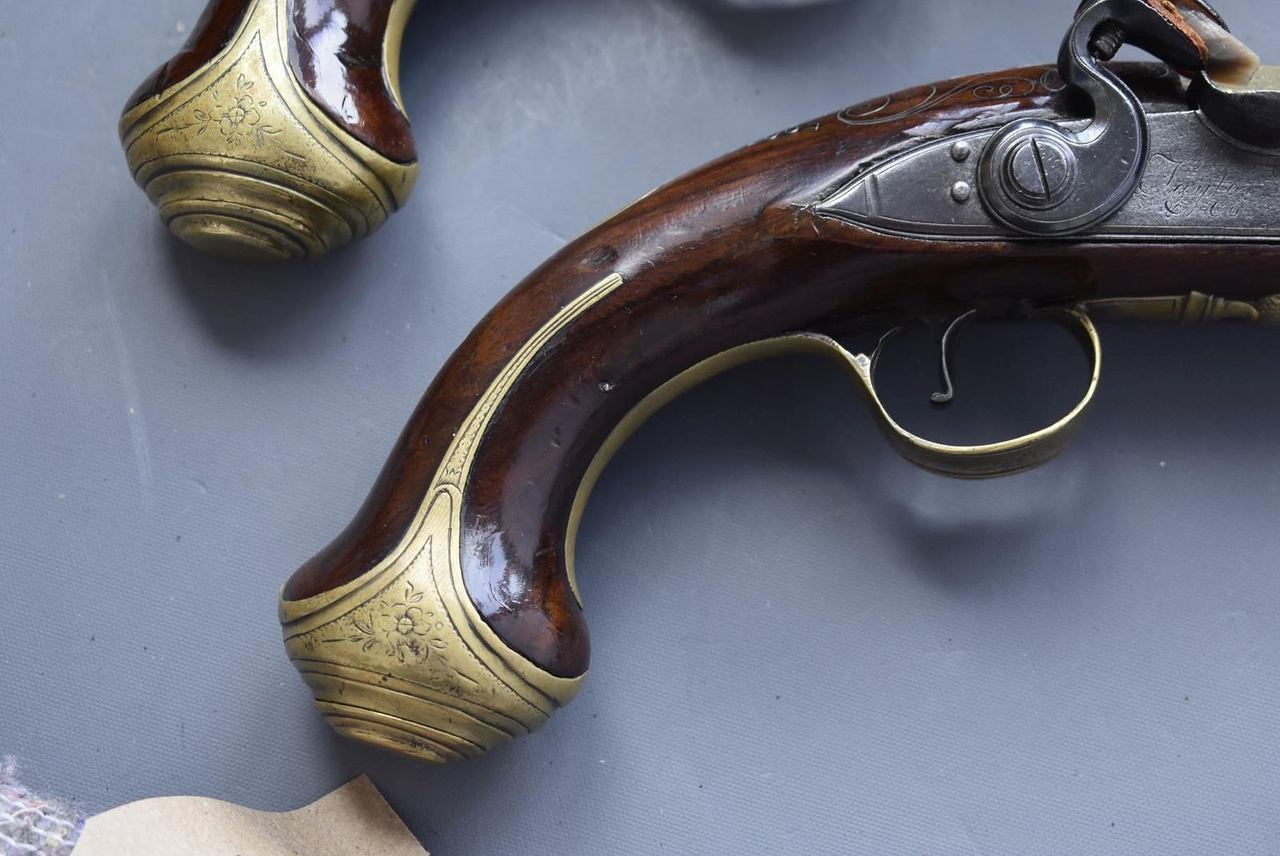 A CASED PAIR OF 6-BORE FLINTLOCK BRASS BARRELLED BLUNDERBUSS PISTOLS BY TAYLER, 9inch four stage - Image 14 of 25