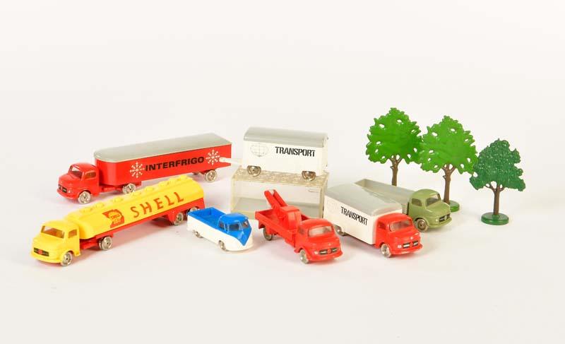 Lego, 5 LKW, 3 Bäume + VW Bus