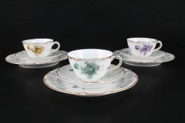 Nymphenburg 3 Kaffee- / Teegedecke, Grüne / Gelbe & Lila Blume, coffee cup set,