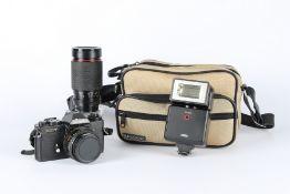 Minolta XD-7 mit 2 Objektiven und Aufsteckblitz, analog camera with 2 lenses,