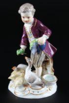 Meissen Knabe Gänse fütternd, boy feeding goose,