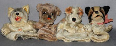 Kinderspielzeug. Steiff. Vier Handpuppen -  Drei Hunde und ein Wolf. Eine Handpuppe original Steiff