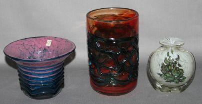 Glas. Malta. Mdina Glass. Vasen. Kleine Standvase in blaugrün und rot, kleine sechseckige Kratervase
