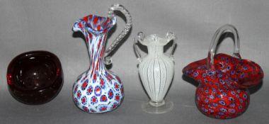 Glas. Italien. Murano. Kleines Körbchen, Kännchen mit Henkel, Henkelvase und Schale. Alle vier Teile
