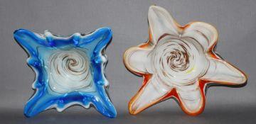 Glas. Italien. Murano. Schalen. Zwei rundliche und zwei sternförmige ausgeformte Schalen in leuchten