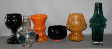 Glas. Europa. Vasen. Kleine Sammlung von 6 Vasen im unterschiedliche Formen und Farben. Nicht markie