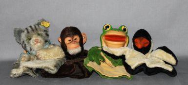 Kinderspielzeug. Steiff. Vier Handpuppen - Katze, Affe, Pinguin und Frosch (mit Kunststoffkopf). Zwe