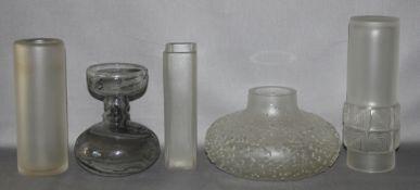Glas. Deutschland. Peill [und Putzler]. Vasen. Mittelgroße Vase im Op - Art Design. Auf der Untersei