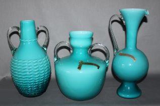 Glas. Italien. Murano. Opalina Fiorentina. Drei unterschiedliche Vasen in verschiedenen Formen mit g