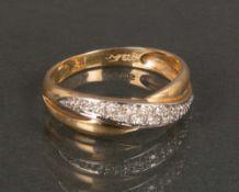 Damenring. 14 ct Gelbgold, ca. 3 g, besetzt mit Brillanten, ca. 0,10 ct, Ringgröße 60.