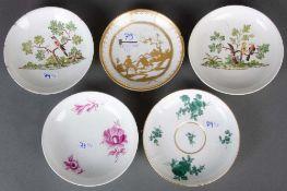 Fünf runde Schälchen. Meissen bzw. Nymphenburg 1725-1760. Porzellan, bunt bemalt bzw. mit