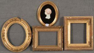 Vier unterschiedliche Rahmen. Holz / Stuck, auf Kreidegrund vergoldet, 21,5 x 16,5 bis 26 x 20,5