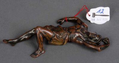 "Ruhender Mann. Wien, Franz Bergmann 19. Jh. Bronze, verso monogr. ""FB""; H=4 cm, B=17 cm."