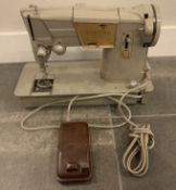 VINTAGE SINGER SEWING MACHINE WITH FOOT PEDAL